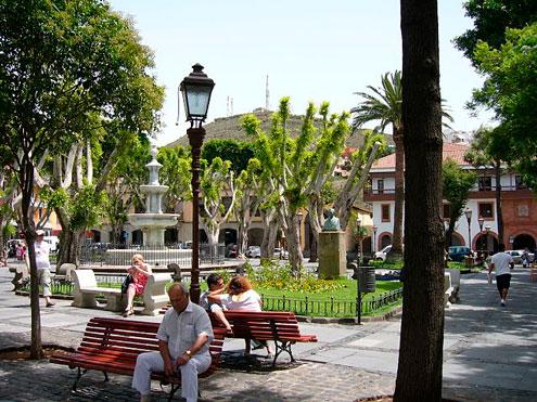 Plaza de San Cristóbal tras ruta senderista