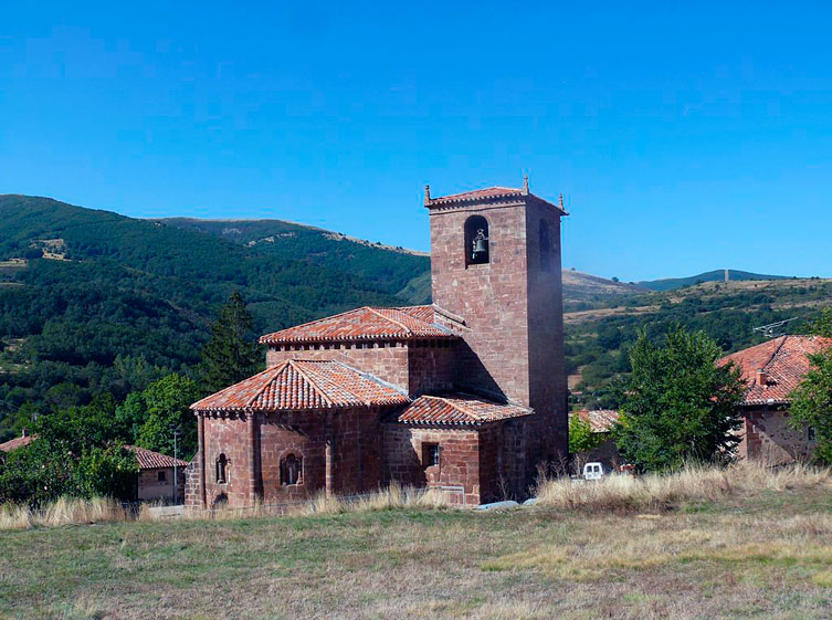Iglesia Románica en Pineda de la Sierra, vía verde de la Demanda