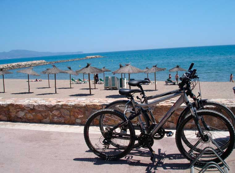Bicicletas_playa_S-Cape