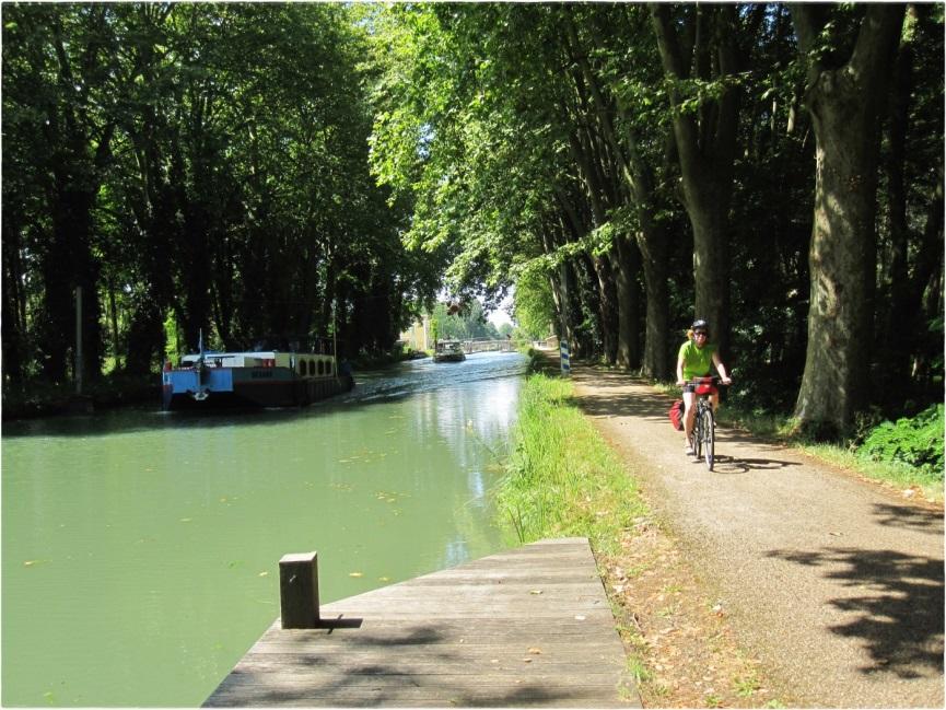 en bici por el Canal de la Garona
