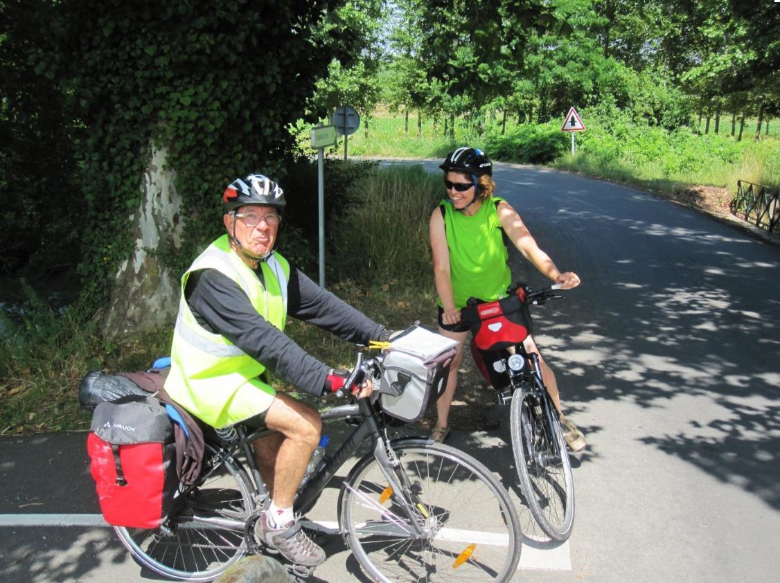 en bici por el Canal de la Garonne