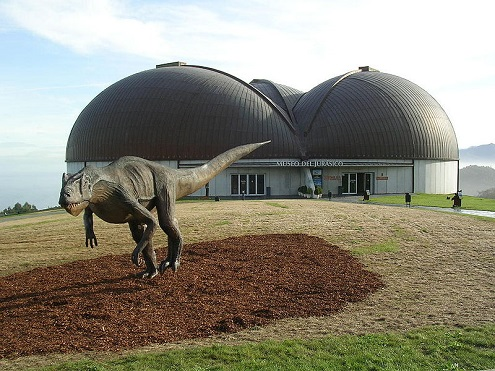 Museo del Jurásico de Asturias. Fuente: Wikimedia Commons.